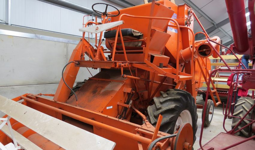Allis-Chalmers Gleaner Super A