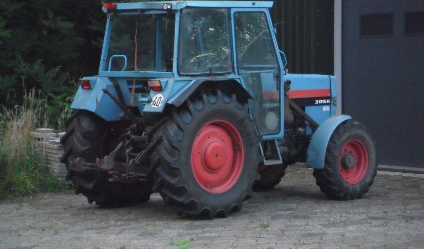 Eicher 3056