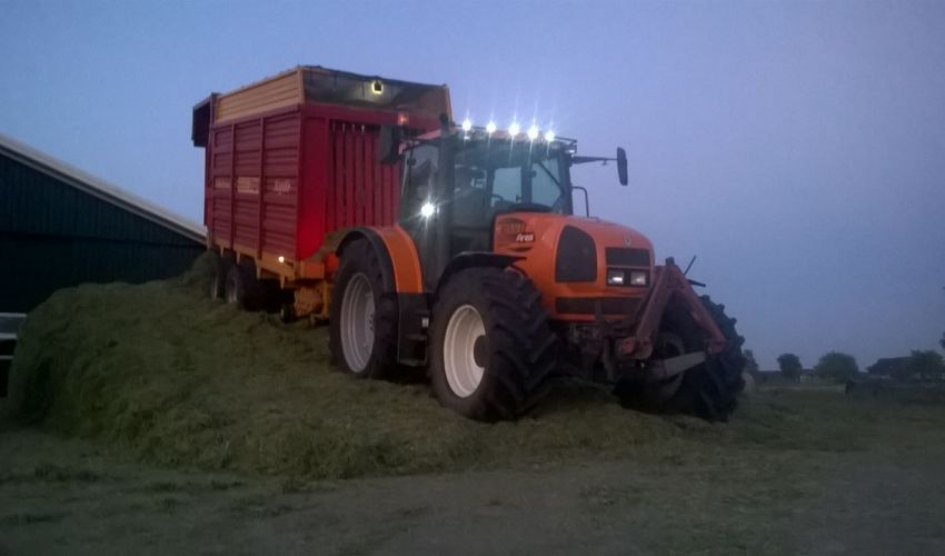 Renault Ares 696 RZ