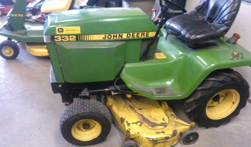 john deere 332 specs and data canada. Black Bedroom Furniture Sets. Home Design Ideas