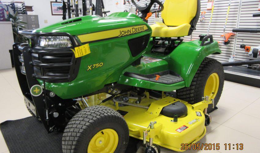 John Deere X750