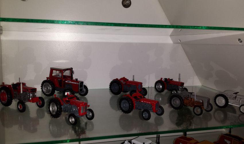 Landbouw miniaturen 1:43 Massey Ferguson