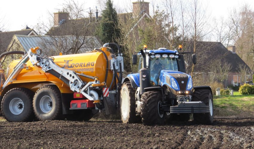 New Holland T 8.355