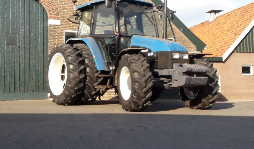 New Holland 6635