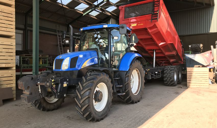 New Holland T 6040 Elite