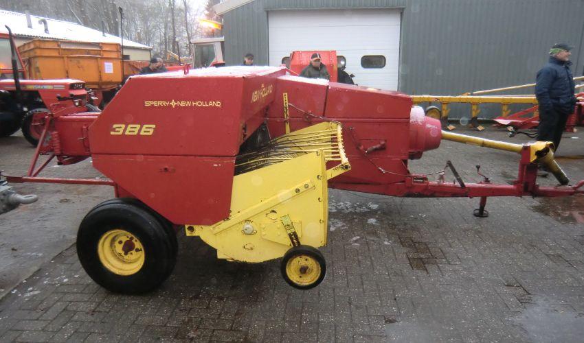 New Holland 386