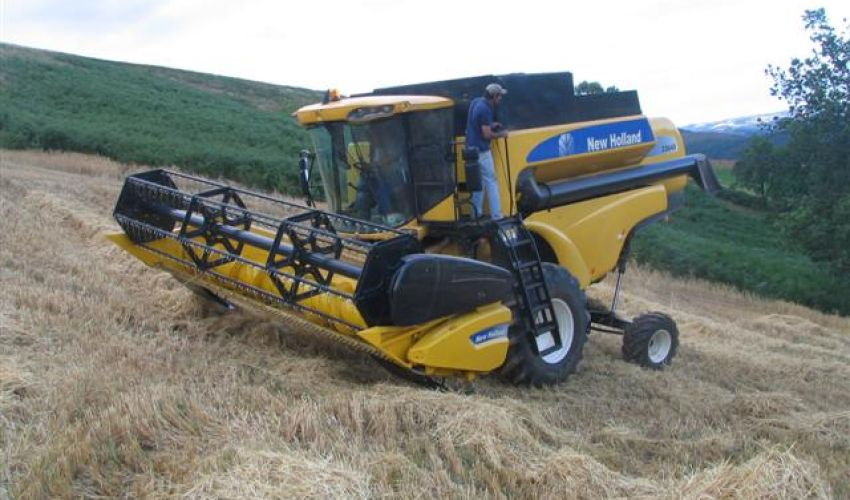 New Holland TC5080 Hillside