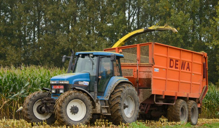 New Holland G 210