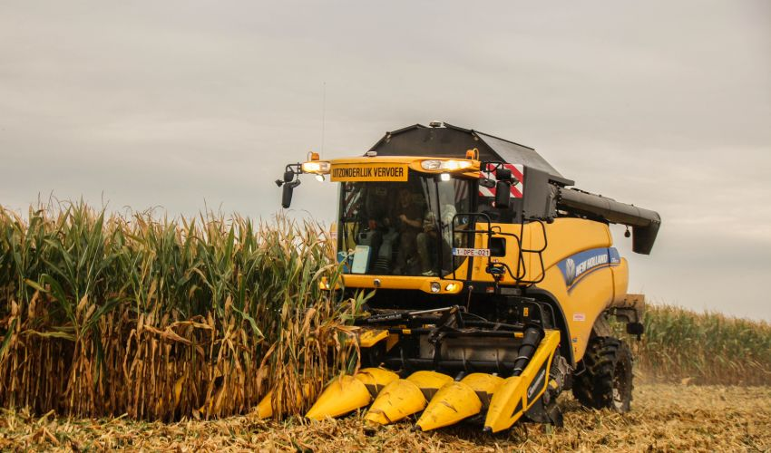 New Holland CR 8070