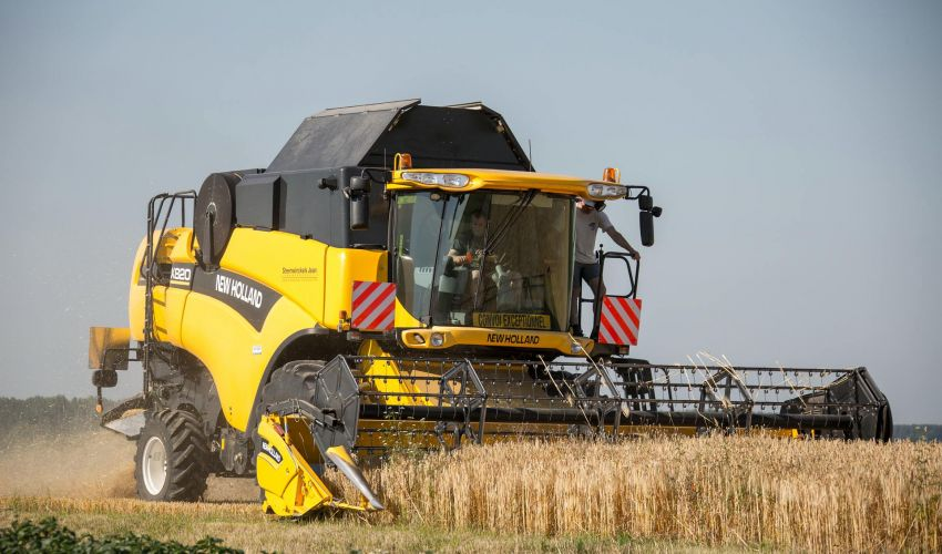 New Holland CX 820