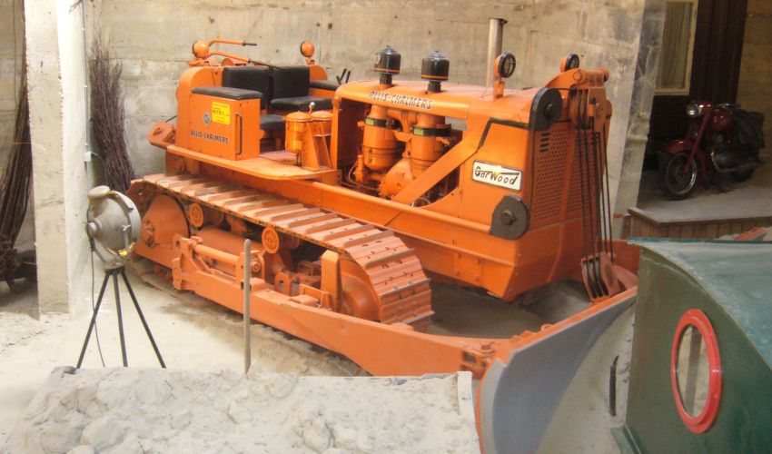Allis-Chalmers bulldozer