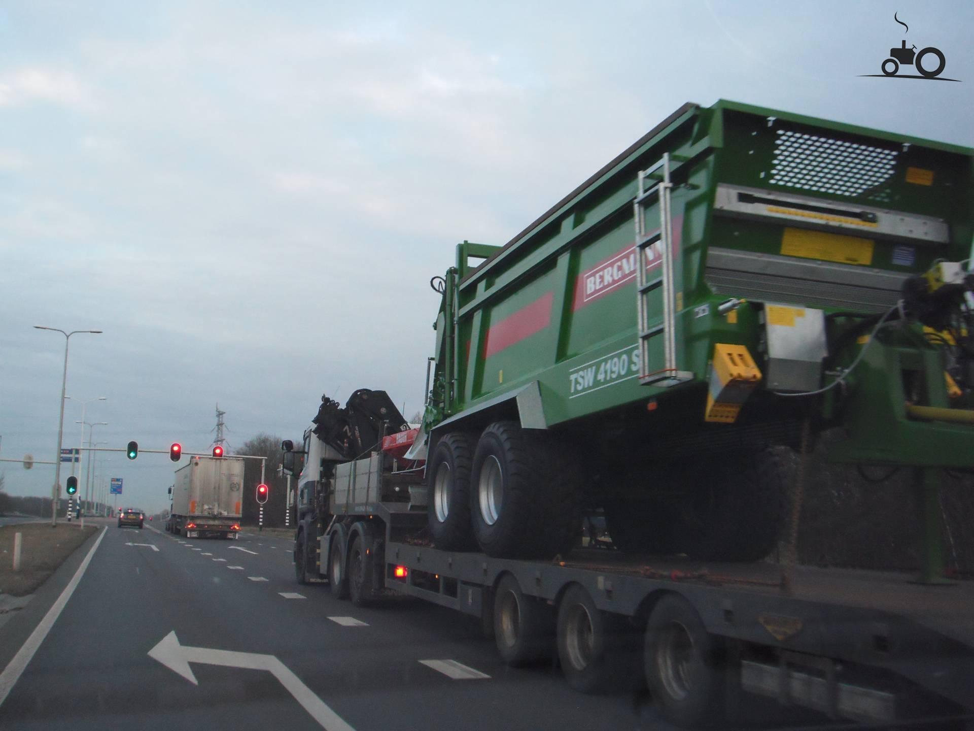 Bergmann Mestverspreider van dickt Druk bezig met poseren..