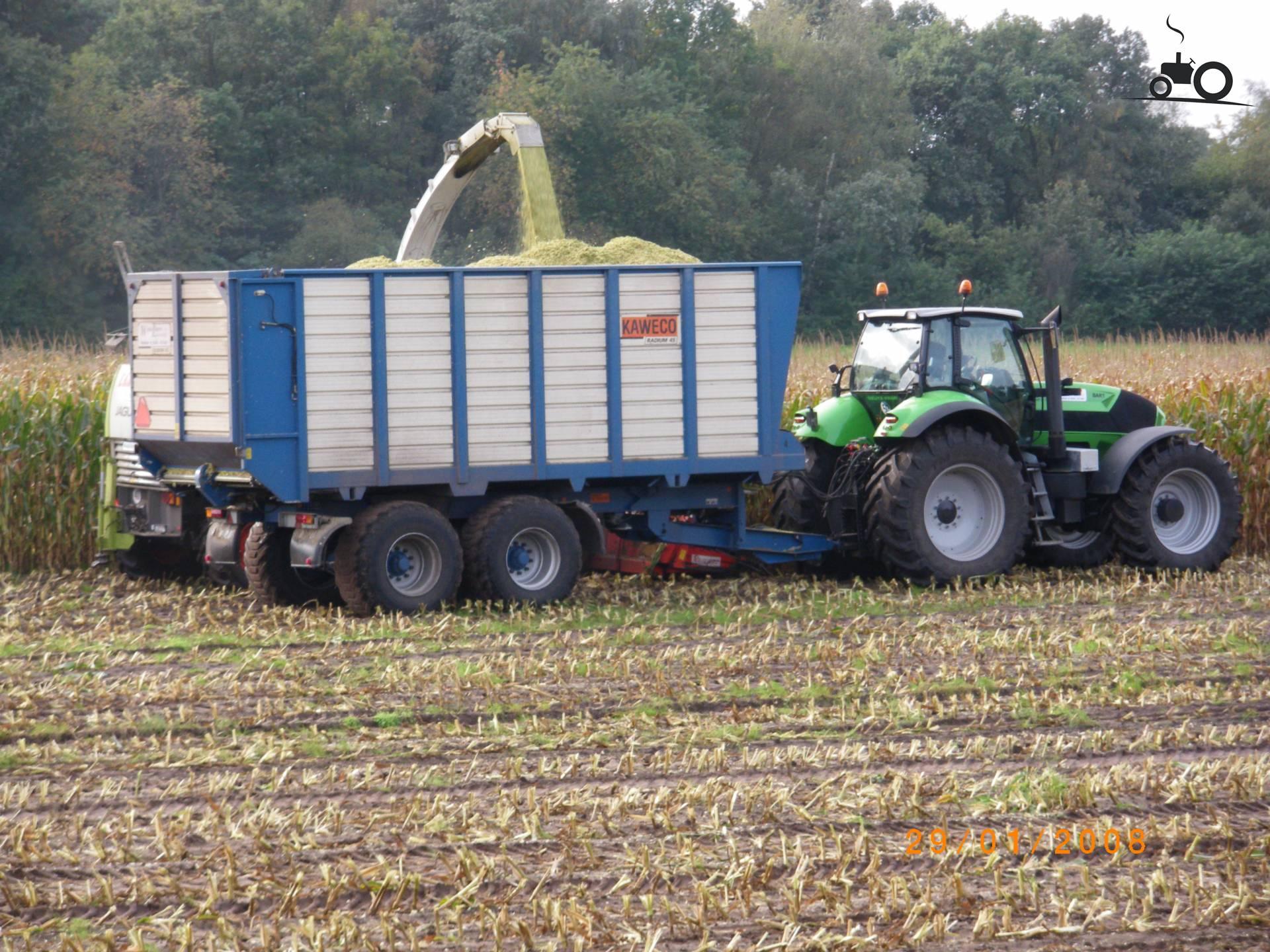 Deutz-Fahr Agrotron X 720 desde RobjeW Ocupado con maïs hakselen..