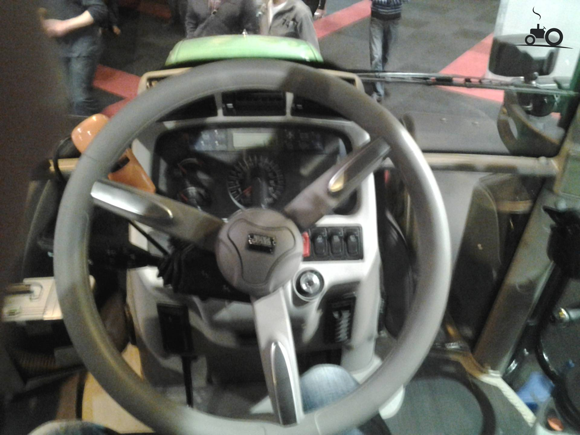 Deutz fahr interieur foto 39 s pagina 3 for Interieur foto s