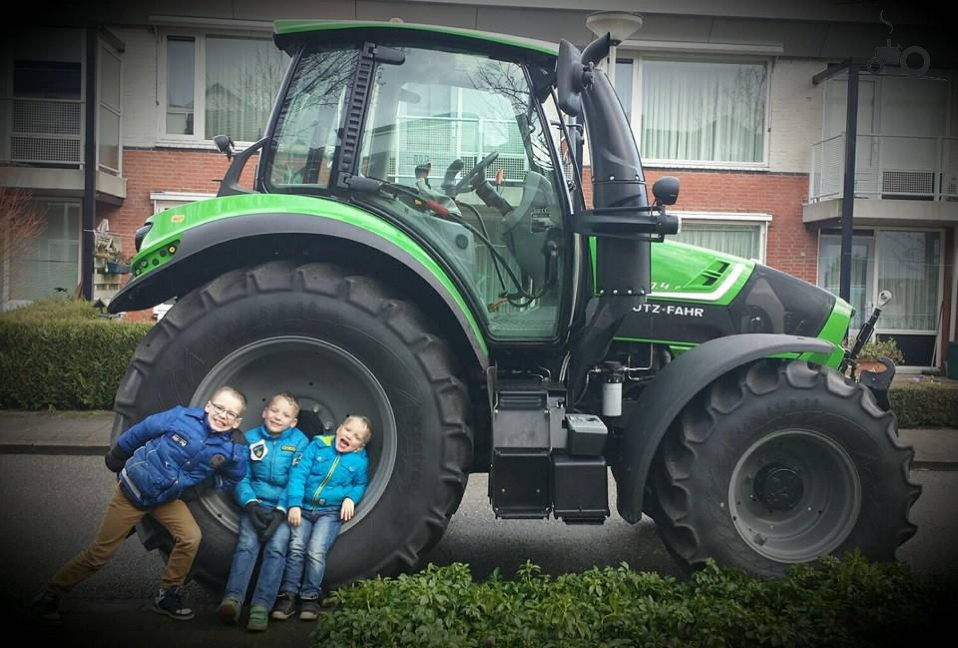 kleurplaat tractor deutz  traktor malvorlage