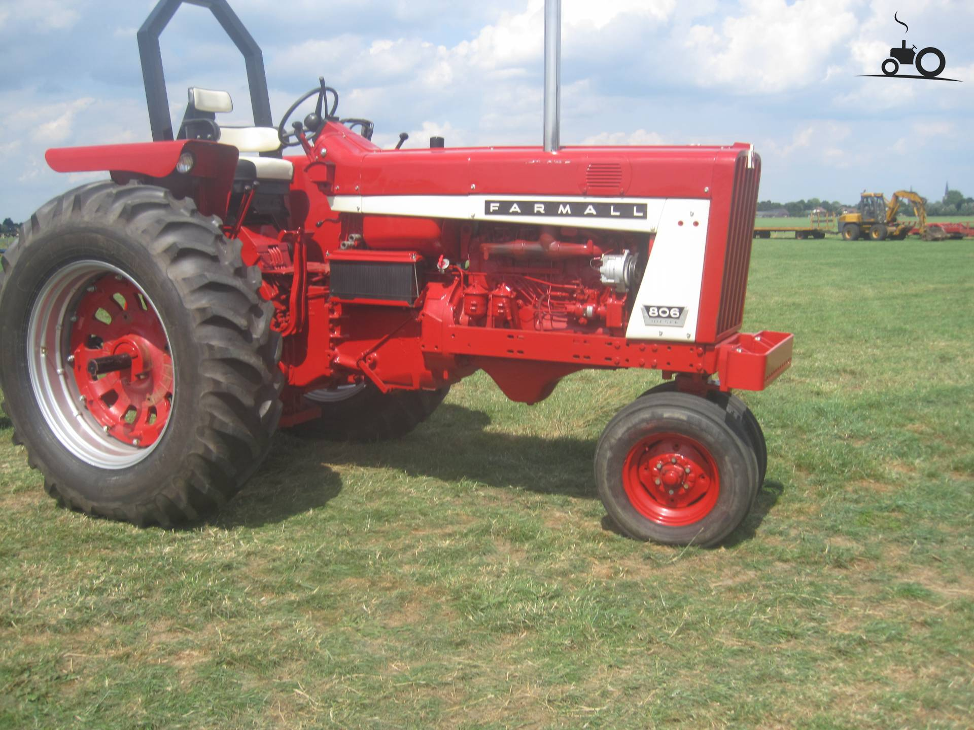 Filename 786850 806 farmall jpg