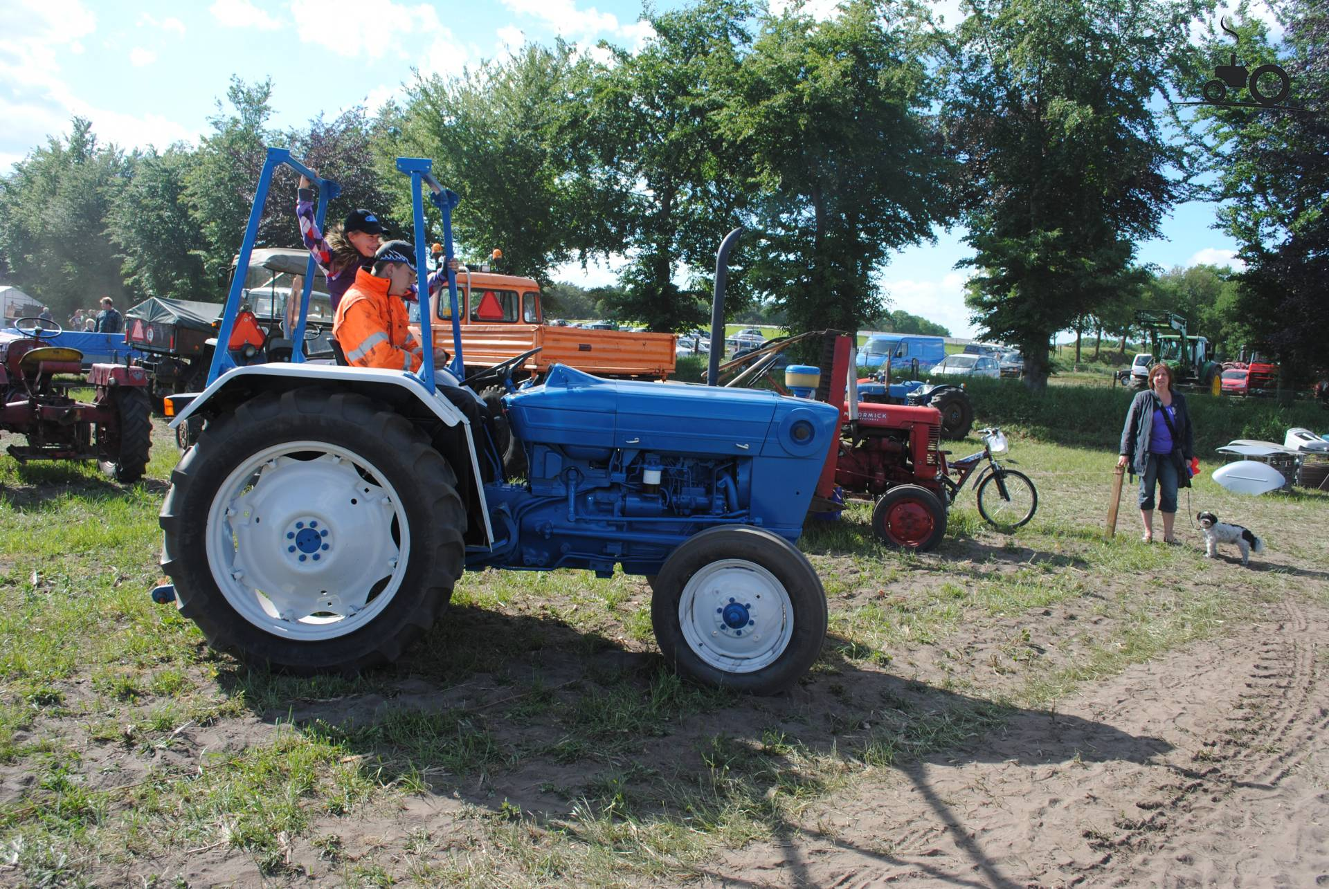 2600 Ford Tractor Specifications : Picture ford
