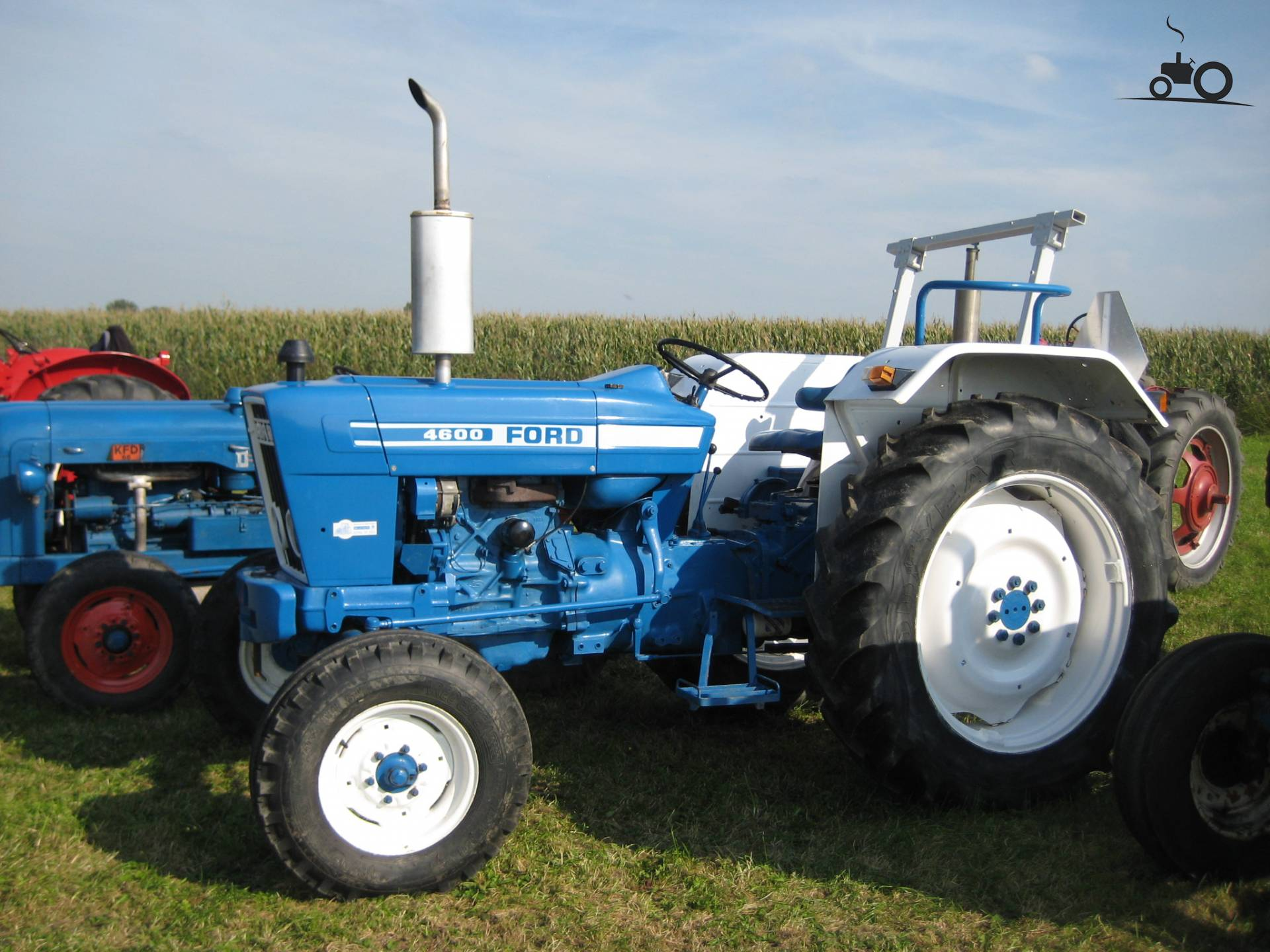 Ford 4600 Tractor Information : Ford