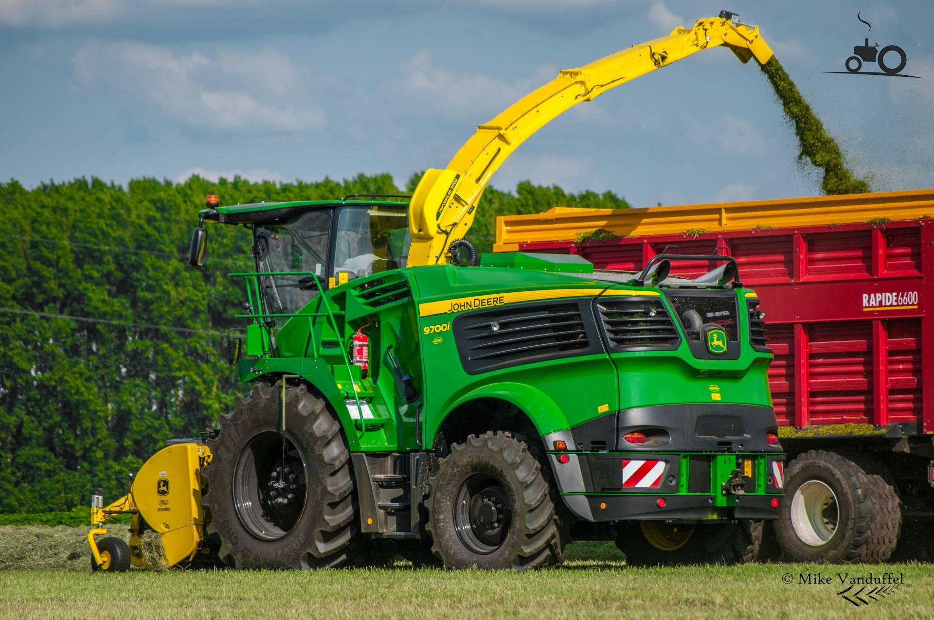 John Deere 8020 Series Official v2.0 for LS19 - Farming