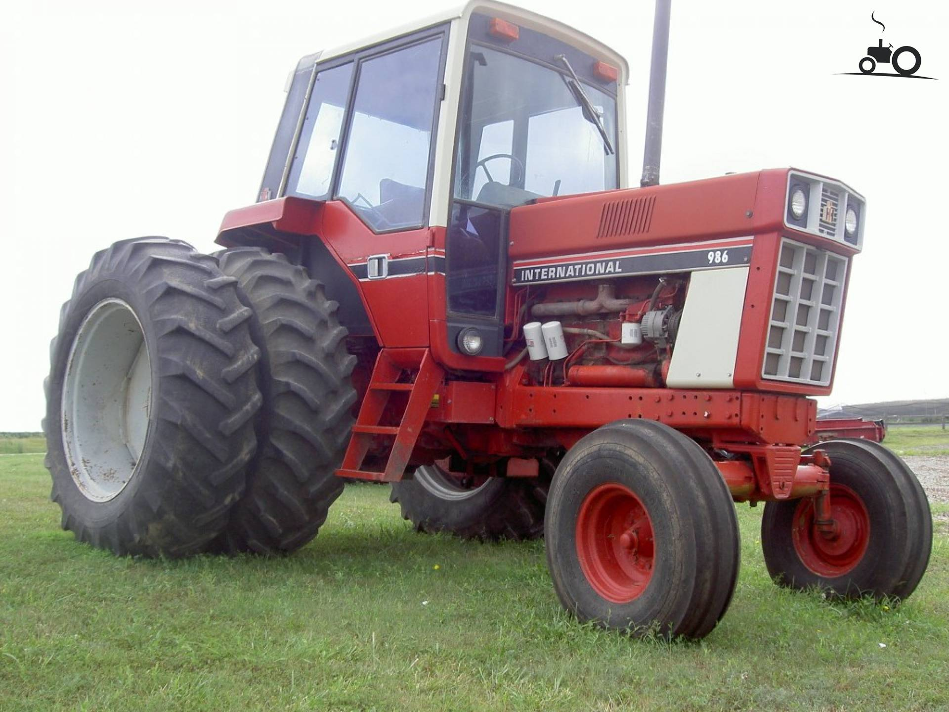 International Harvester 986 Tractor : Foto international