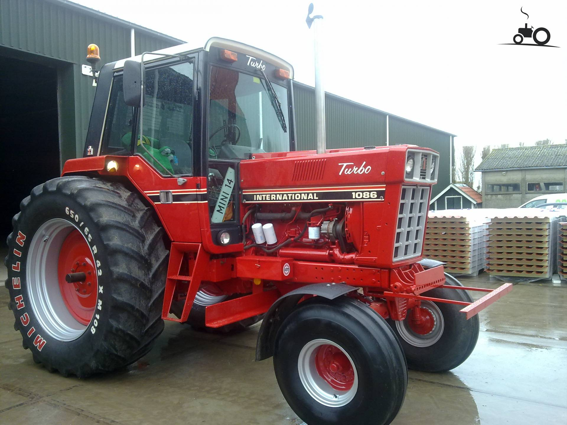 http://pictures.tractorfan.nl/groot/i/international/324260-1086-international.jpg