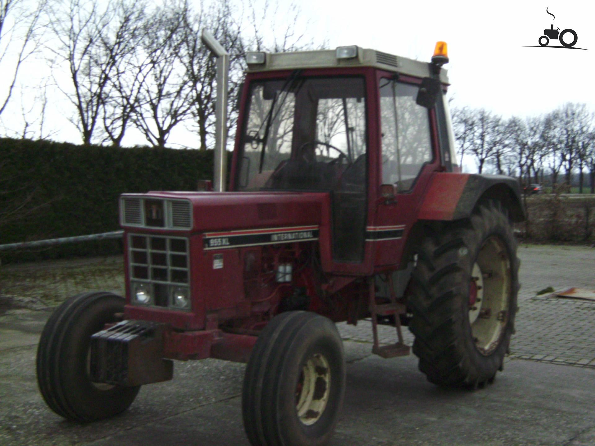 International 955 XL