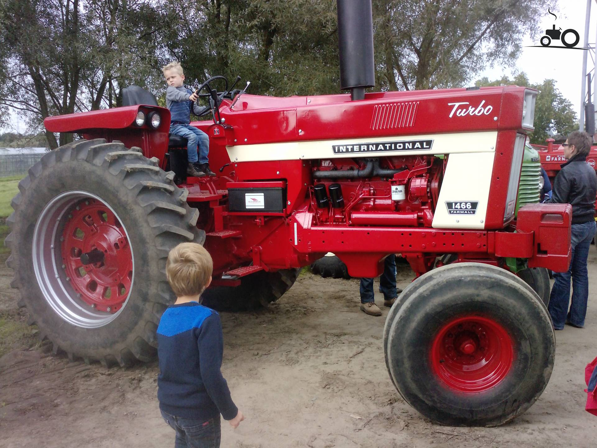 Tractor Turbo Cover : International specs and data everything about the