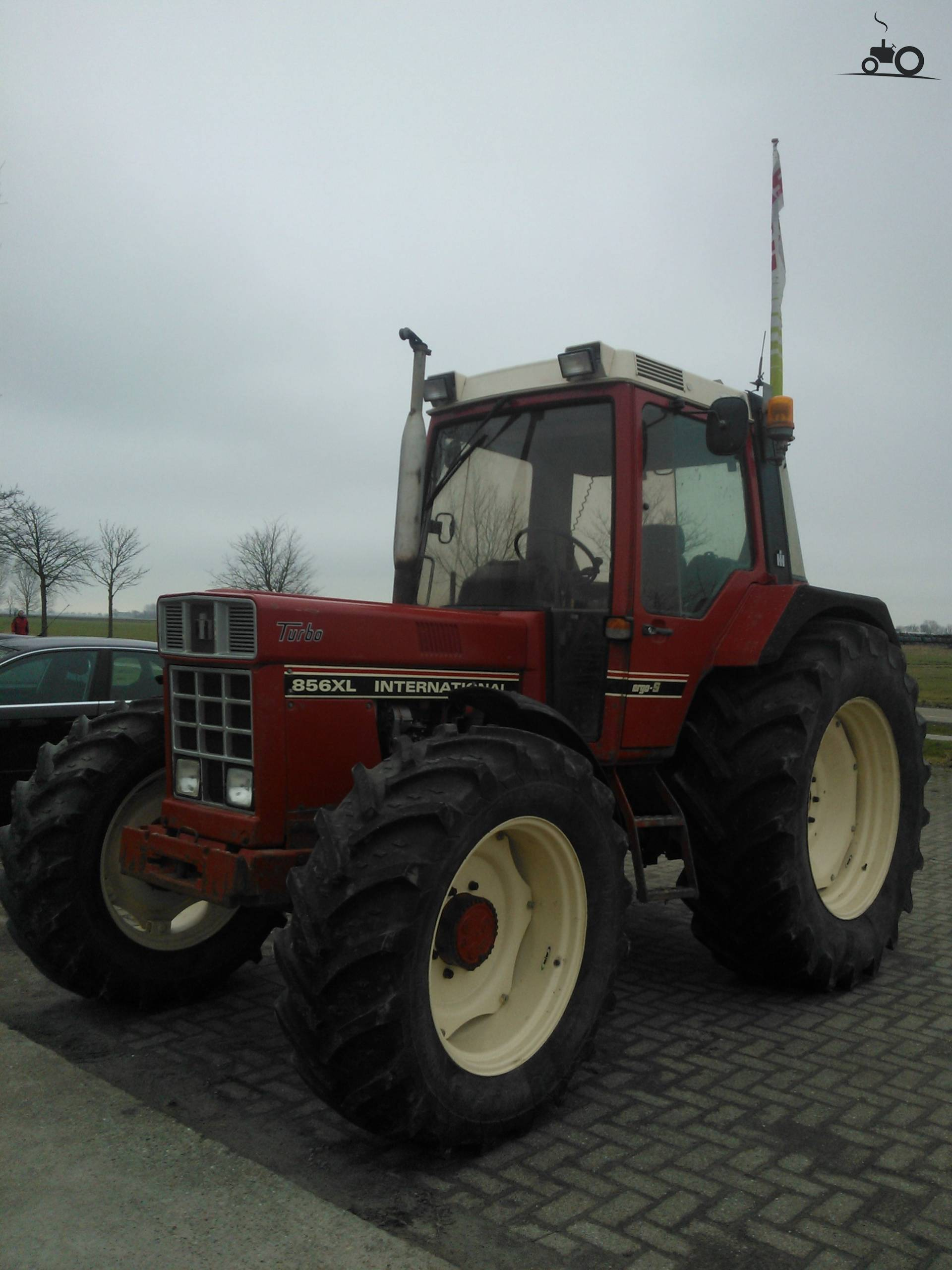 International 856 XL