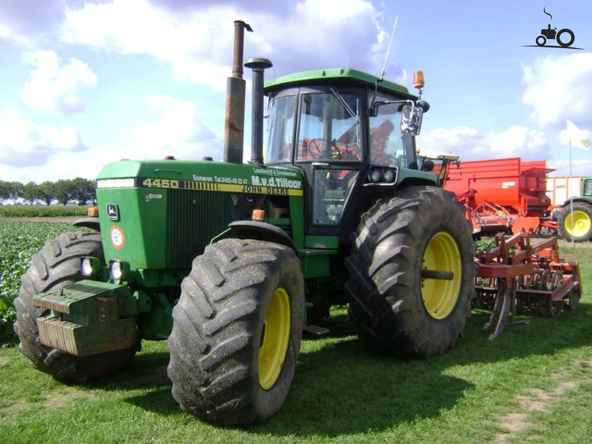 John Deere 4450 from casefahrer Busy with poseren.