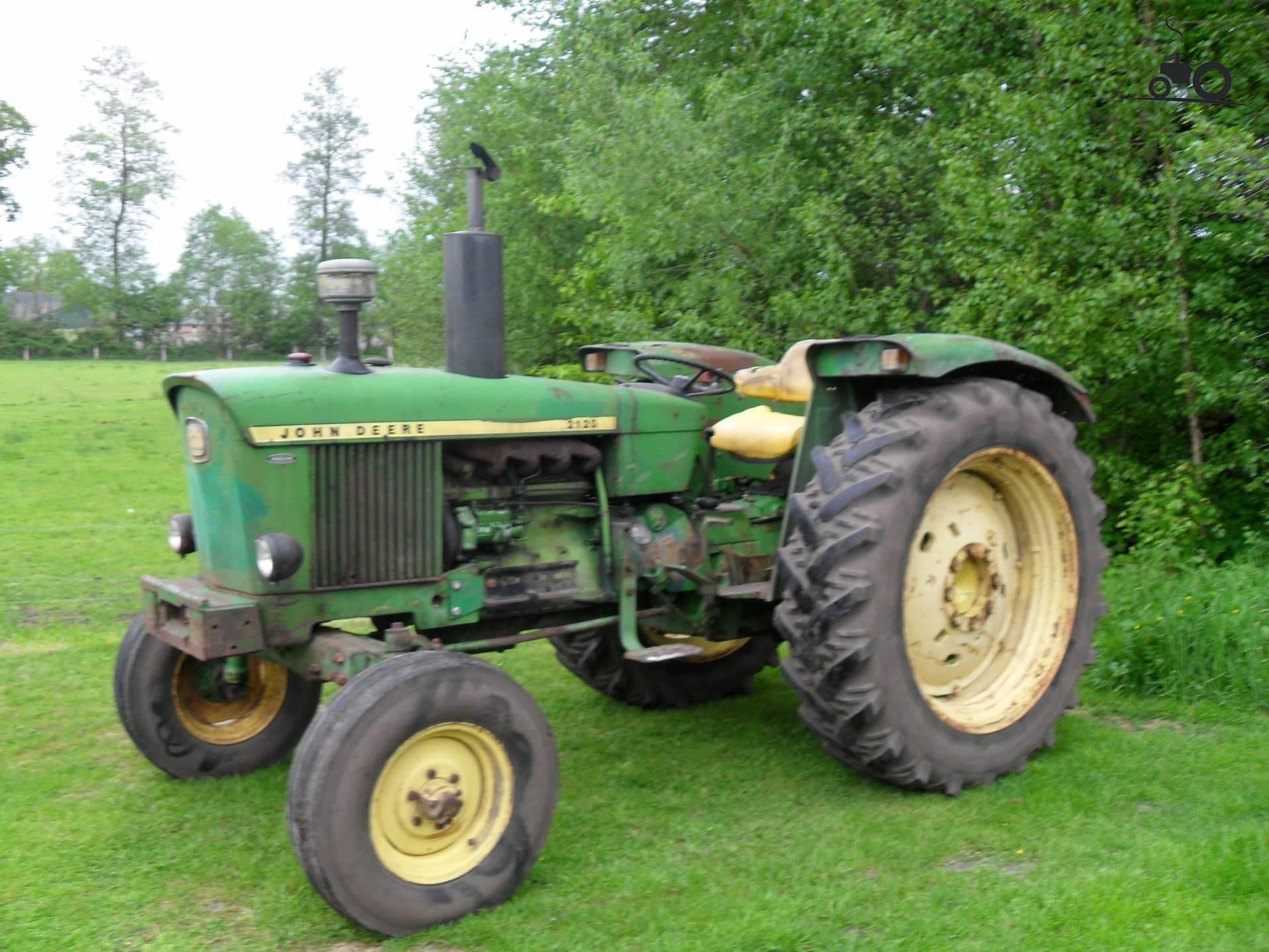 John Deere Tractors — John Deere 2120 - Posted B
