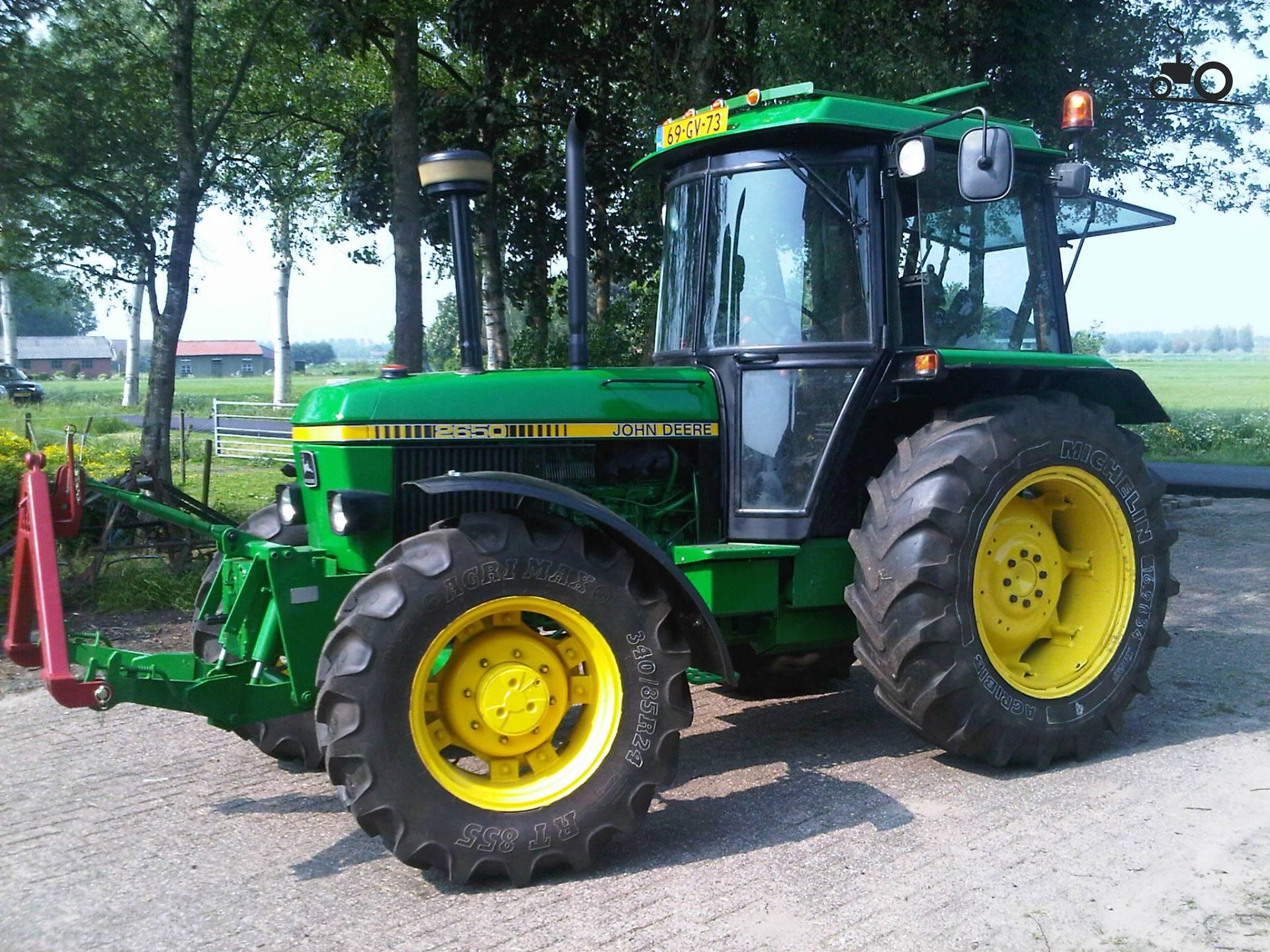 John Deere 2650 2wd Tractor Pictures