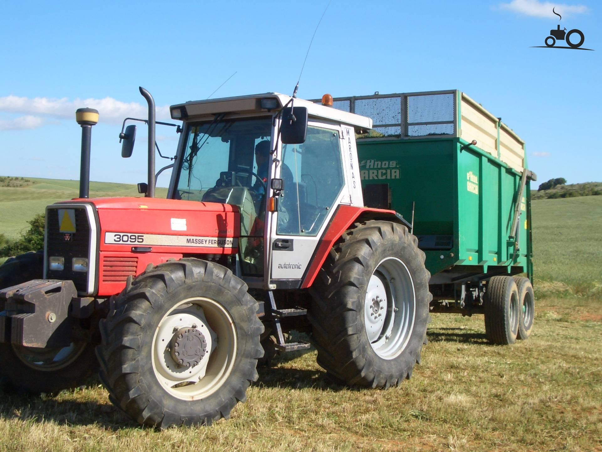 Massey Ferguson 3095 van nhtl100a Druk bezig met poseren..