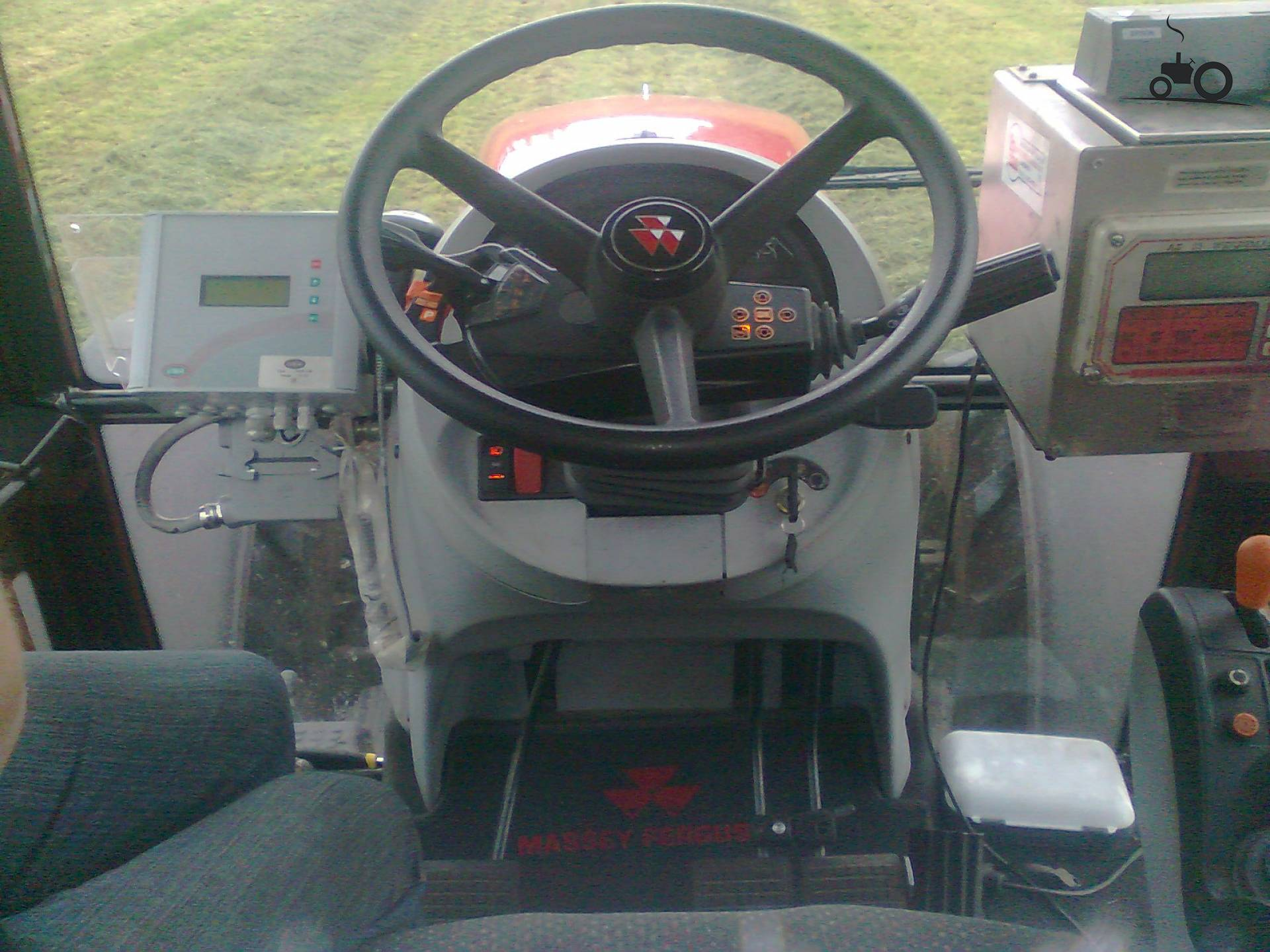 Massey ferguson interieur foto 39 s pagina 10 for Interieur foto s