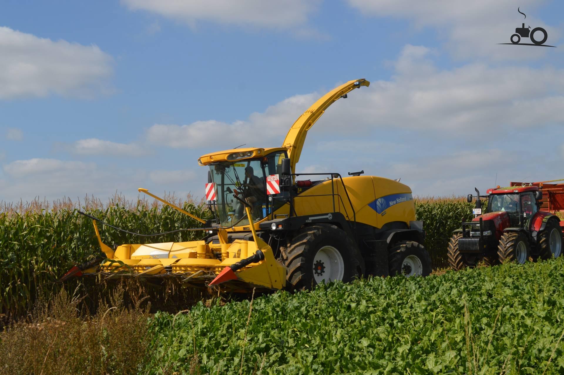 New Holland FR 9080 van wouter05 Druk bezig met maïs hakselen..