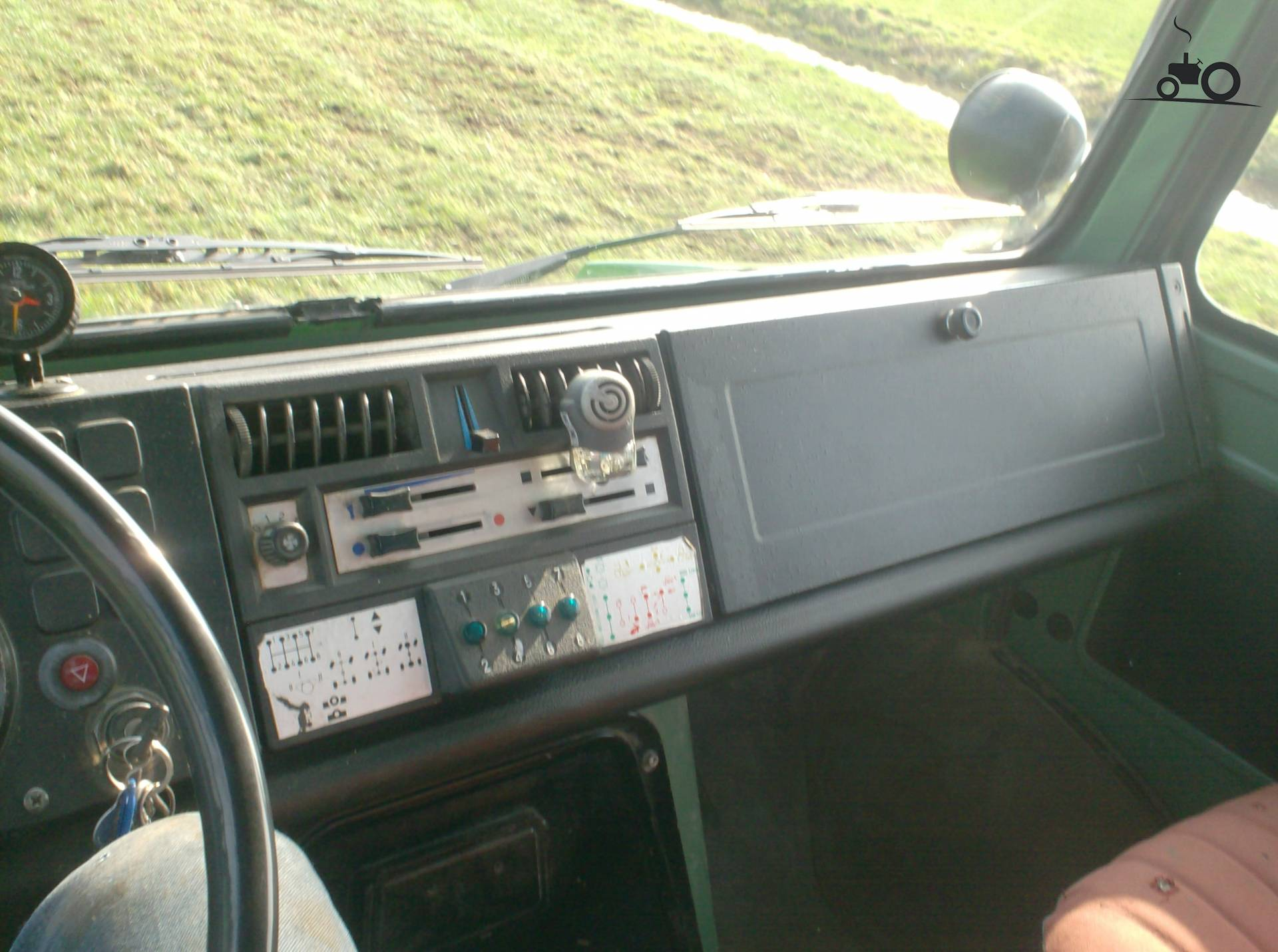 Unimog interieur foto 39 s pagina 2 for Interieur foto s