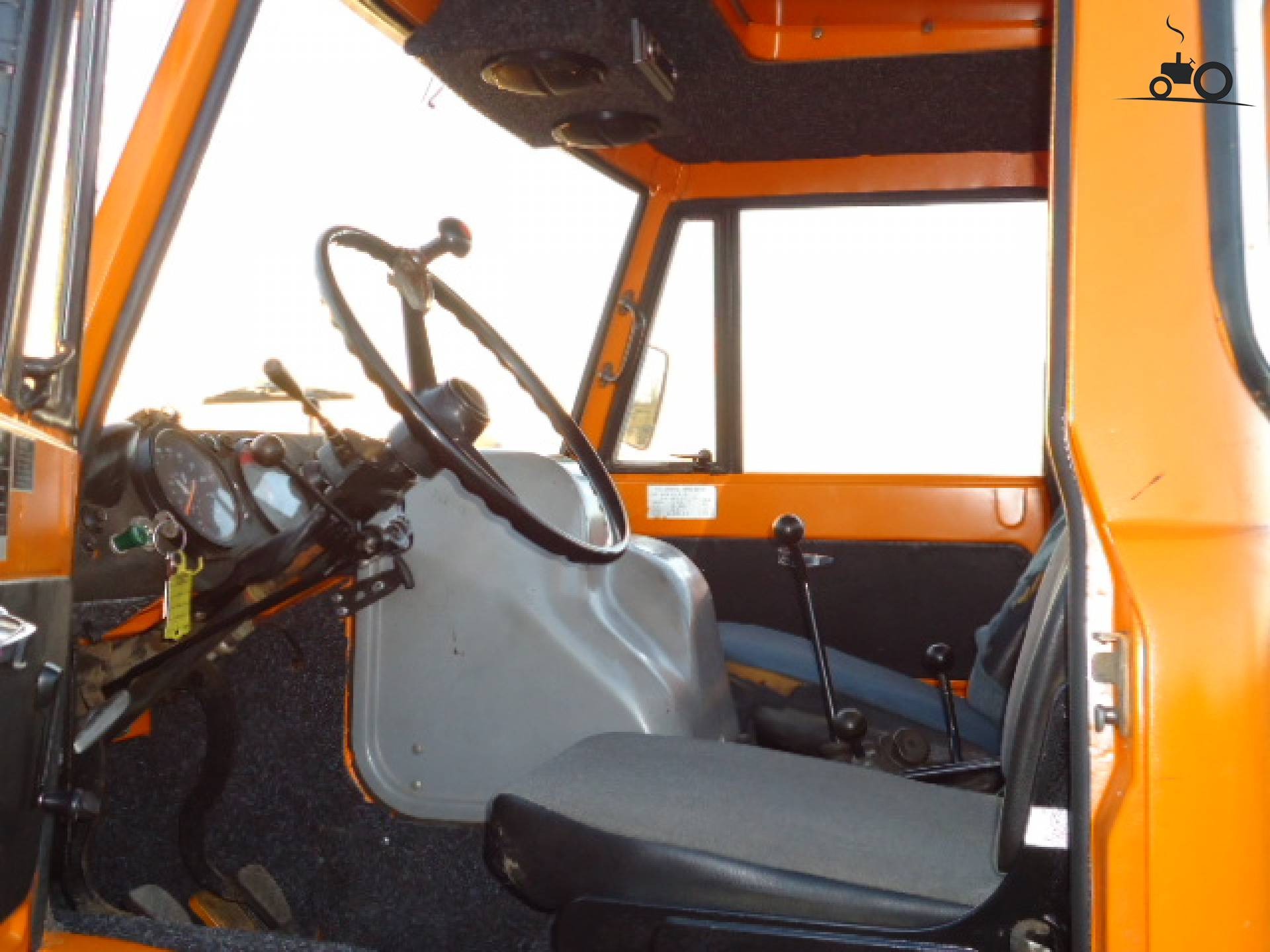 Foto unimog interieur 587319 for Interieur 406
