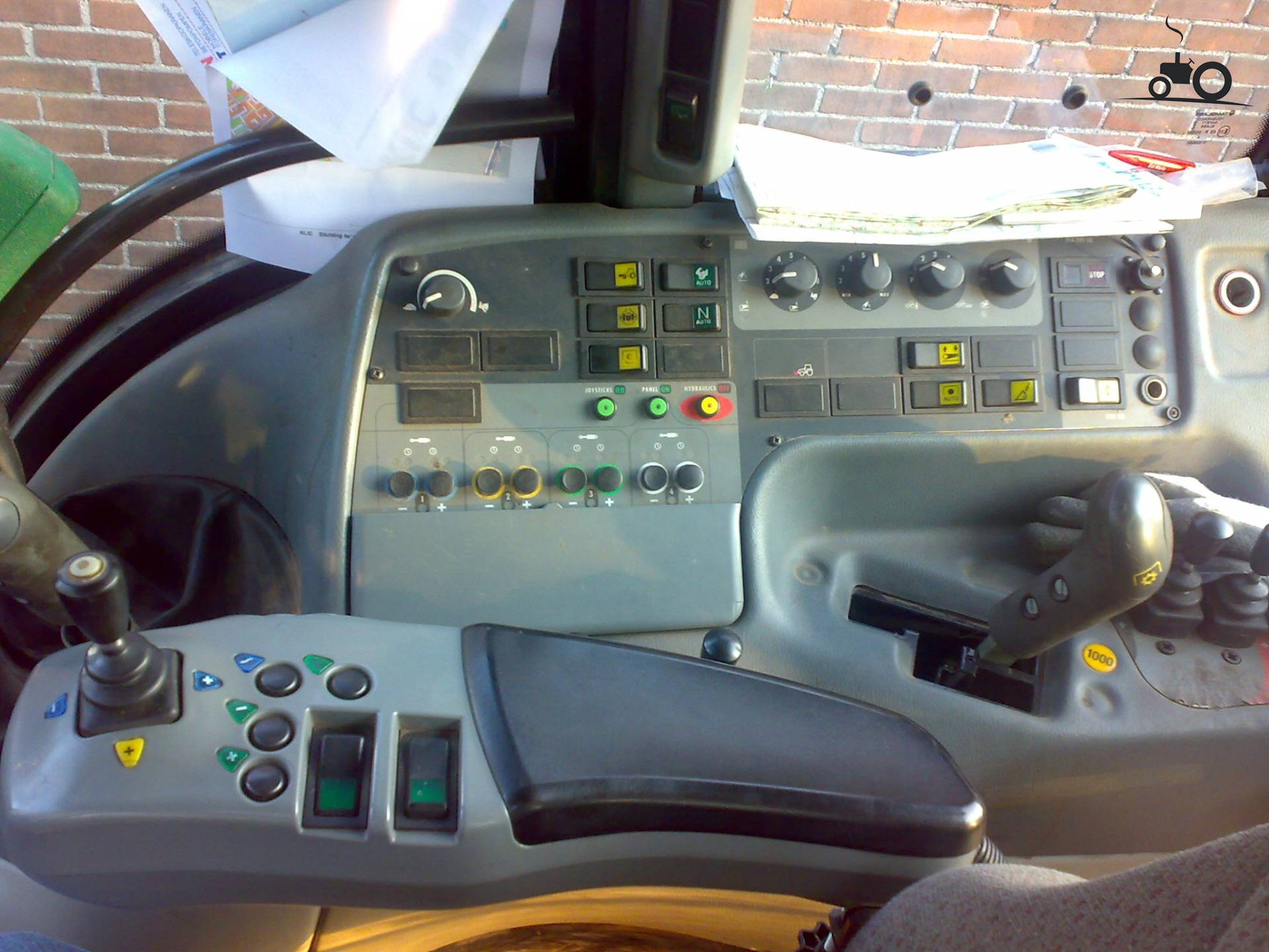 Valtra interieur foto 39 s pagina 6 for Interieur foto s