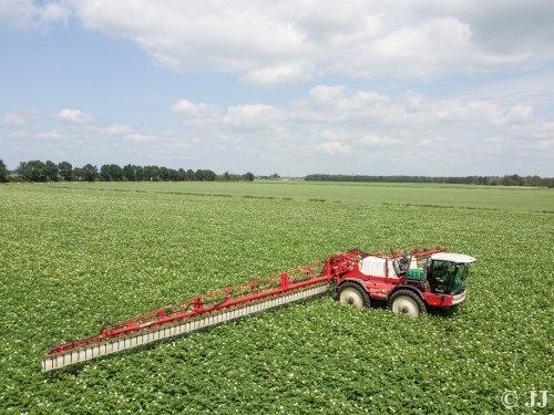 Foto van een Agrifac Condor II voorzien van een Wingsprayer in de aardappels.. Geplaatst door JJ op 19-08-2018 om 18:15:40, op TractorFan.nl - de nummer 1 tractor foto website.