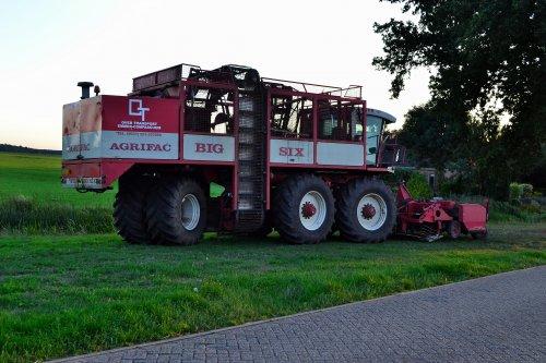 Kijk, daar heb je Over transport (Emmer-compascuum) × met een Agrifac Big Six.. Geplaatst door Lucas Ensing op 15-09-2018 om 16:03:40, op TractorFan.nl - de nummer 1 tractor foto website.