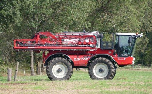 Kijk, daar heb je Graafstra (Appelscha) × met een Agrifac Condor.. Geplaatst door René op 24-10-2019 om 00:43:57, op TractorFan.nl - de nummer 1 tractor foto website.