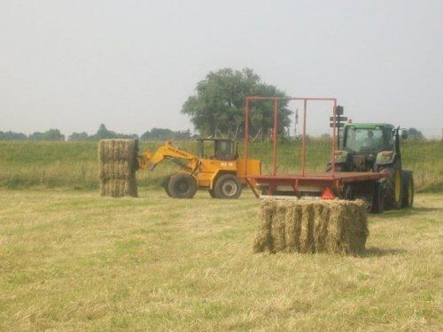Pakken laden met de Ahlmann az10 em JD 6600. Geplaatst door martijn-fendt op 13-11-2011 om 16:08:57, op TractorFan.nl - de nummer 1 tractor foto website.