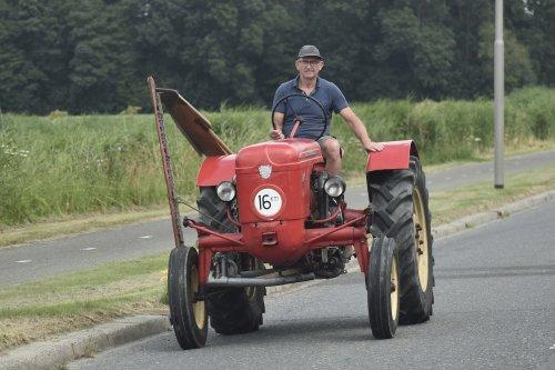 Foto van een Algair op weg naar een maaiklusje in Flevoland. Geplaatst door warmerbros op 23-07-2021 om 22:59:10, met 2 reacties.