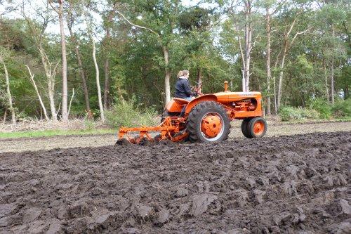 Stukkje ploegen met de WD 45 disel .. Geplaatst door allis man op 18-10-2020 om 15:33:42, op TractorFan.nl - de nummer 1 tractor foto website.
