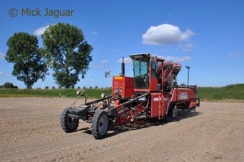 Amac ZM2, bezig met uien laden. Loonbedrijf Paridaen uit Sint Kruis (NL)  Filmpje? -> https://www.tractorfan.nl/movie/4677