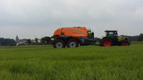 Foto van een Amazone ux 11200. Geplaatst door allis man op 09-07-2017 om 17:34:20, op TractorFan.nl - de nummer 1 tractor foto website.