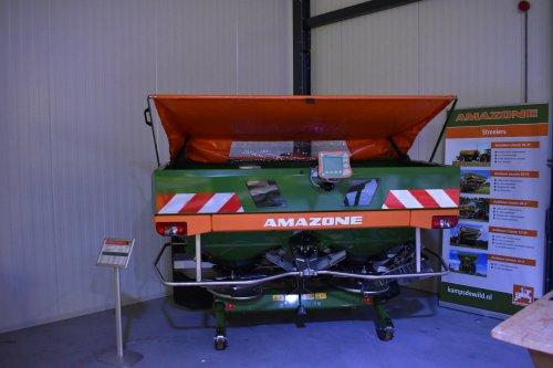 Foto van een Amazone Kunstmeststrooier. Geplaatst door jordi 1455 op 02-12-2019 om 22:40:36, op TractorFan.nl - de nummer 1 tractor foto website.