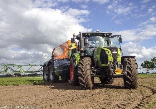 Foto van een Claas Arion 640 & Amazone ux 11200. Geplaatst door -Mike- op 16-06-2015 om 21:47:46, op TractorFan.nl - de nummer 1 tractor foto website.