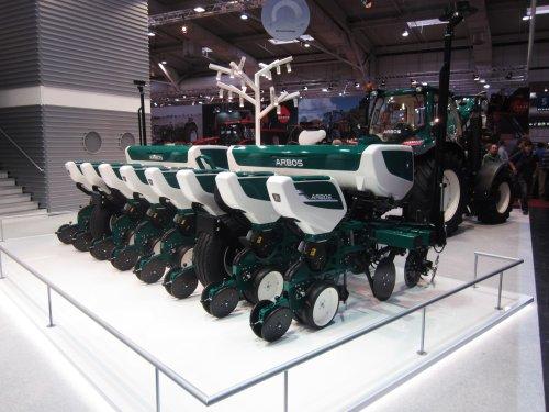 Foto van een Arbos Combine zaaimachine. Geplaatst door jordi 1455 op 25-01-2018 om 21:27:43, op TractorFan.nl - de nummer 1 tractor foto website.