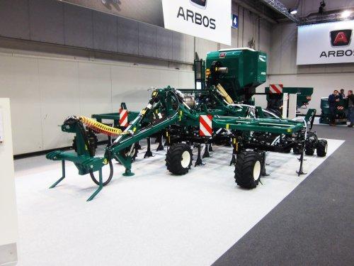 Foto van een Arbos Combine zaaimachine. Geplaatst door jordi 1455 op 25-01-2018 om 21:27:45, op TractorFan.nl - de nummer 1 tractor foto website.