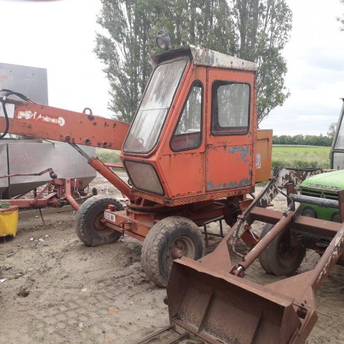 Foto van een delmote kraan. Kon het merk hier niet terugvinden. Geplaatst door Diederik1987 op 22-11-2019 om 19:57:14, op TractorFan.nl - de nummer 1 tractor foto website.